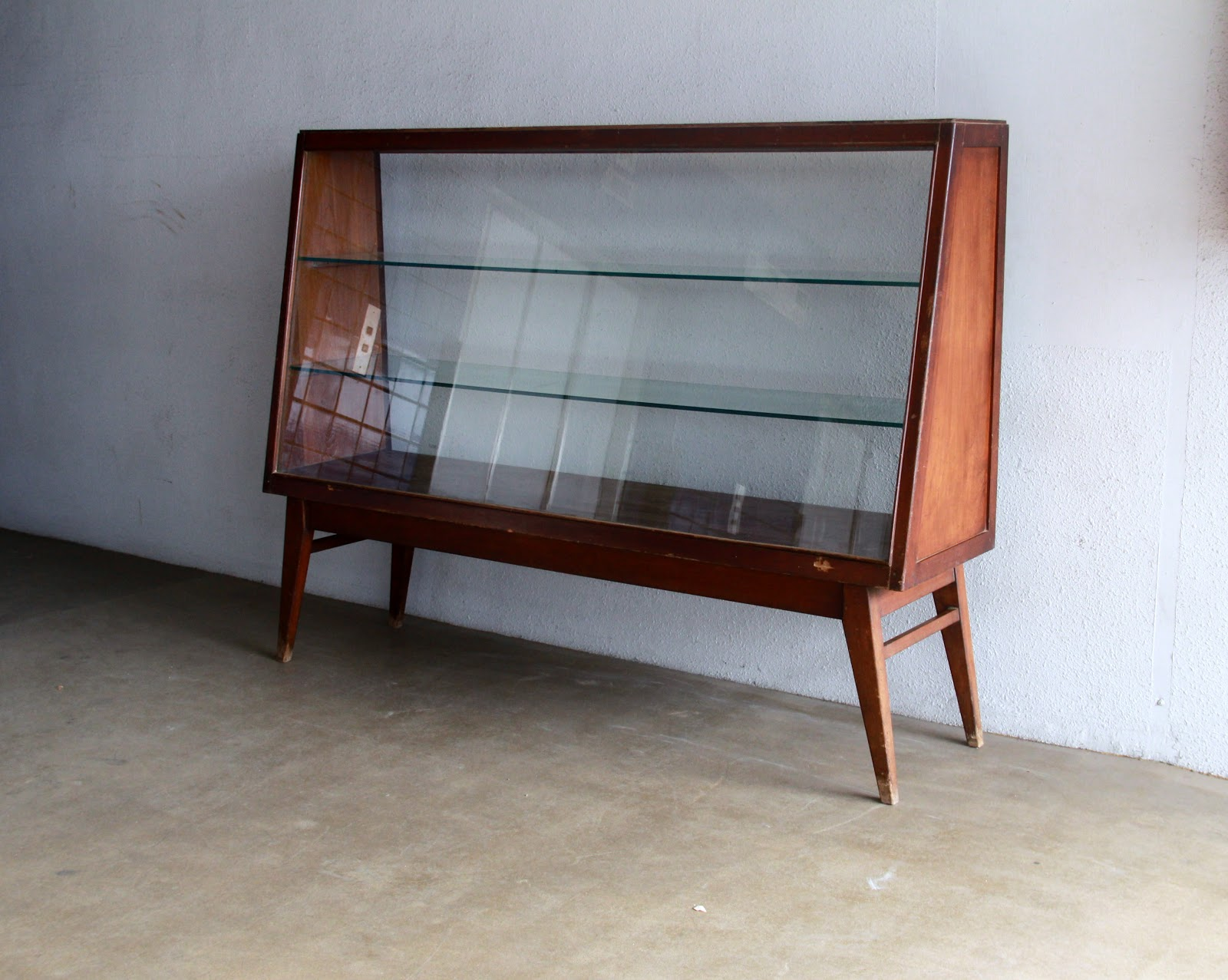 Vintage Showcases And Display Cabinets