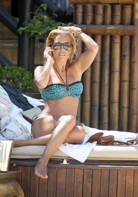 Sylvie van der Vaart in blauwe bikini