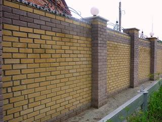 Кирпичный забор с ковкой. Фото 7