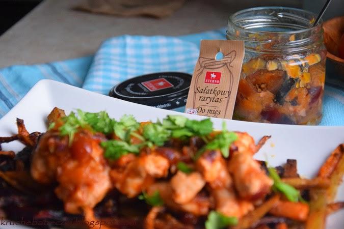 Kurczak w sosie pomidorowym i sałatkowy rarytas