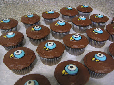 Mo Willems' The Pigeon Cupcakes - Angled View 1