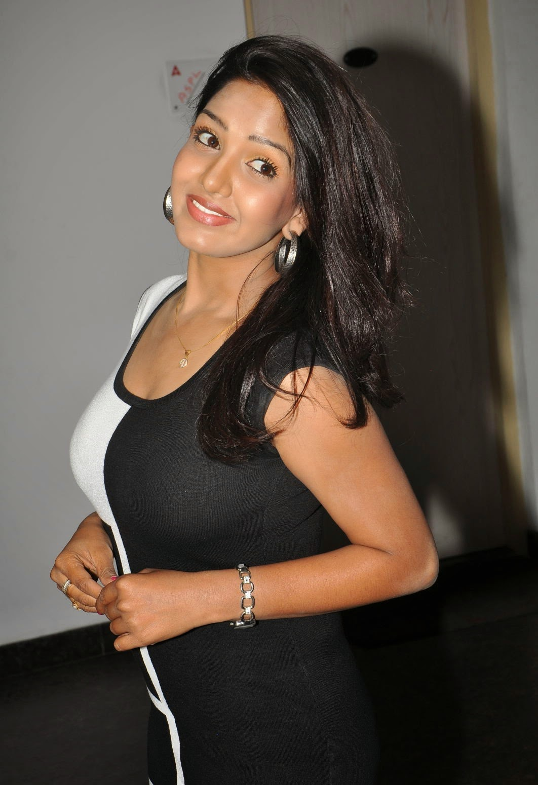 Pavani Reddy Hot Photos