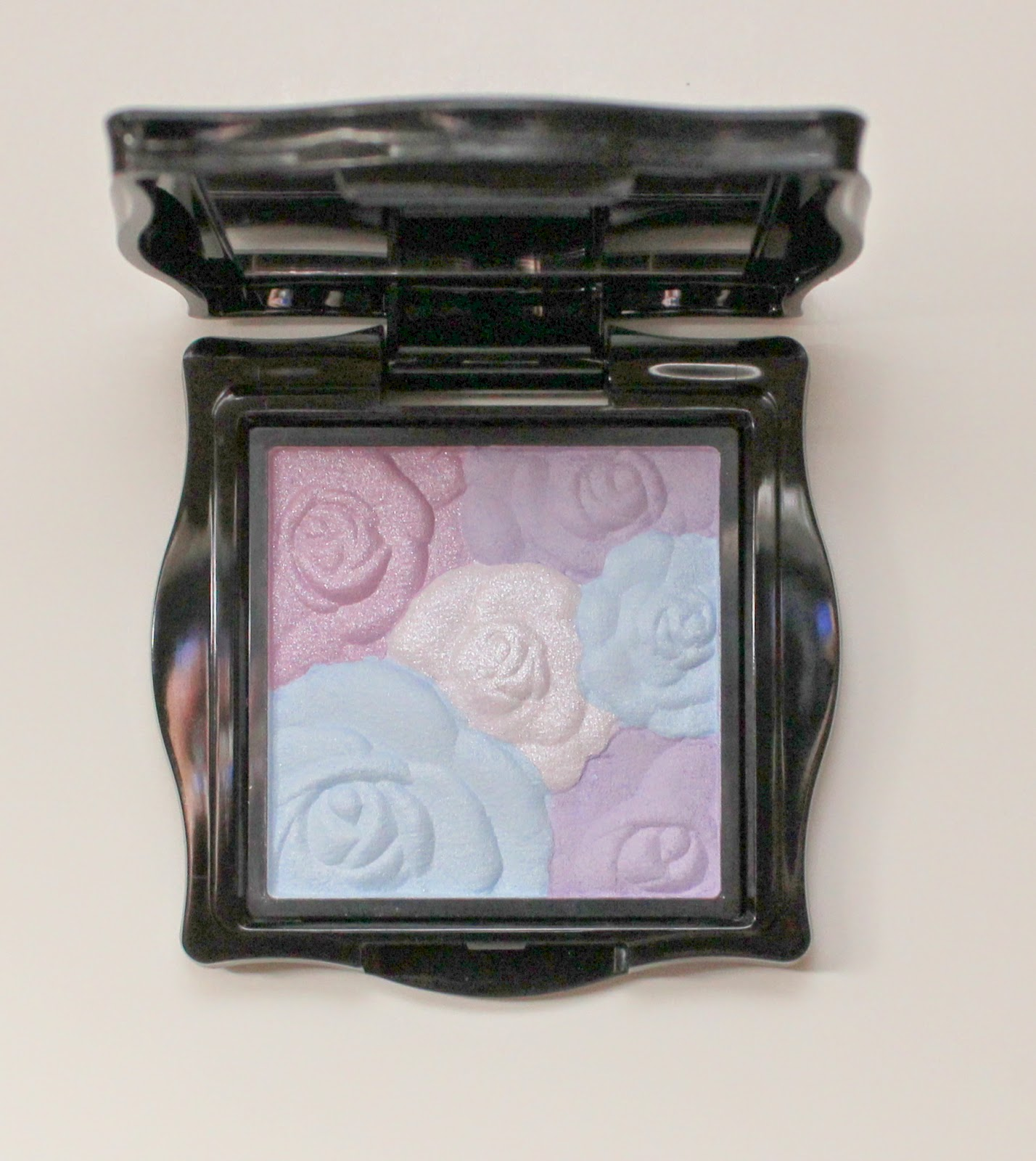 Anna Sui Rose Cheek Color in Mystic Rose