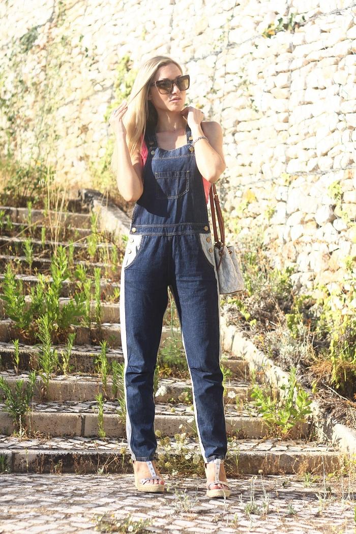 Uma das peças mais cool do Verão é, sem dúvida, o overall, ou seja, as práticas jardineiras. E basta acrescentar um top para estarmos prontas para sair. Look do dia/Outfit. Macacão denim/ganga Tezenis. Carteira bucket MK Michael Kors. Óculos/Sunnies Dolce & Gabbana. Dicas de Moda e Imagem. Style Statement. Blog de moda portugal.