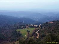 """Panoràmica vers el sud-oest des del Coll de la Baumeta. Autor: Francesc """"Caminaire"""""""