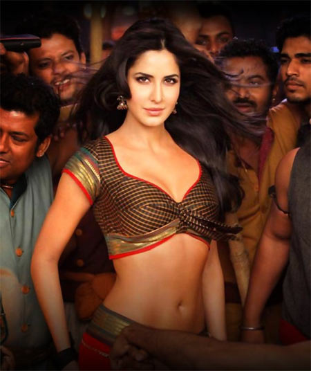 Chikni Chameli in Agneepath-Katrina Kaif Spicy Wallpaper-2012