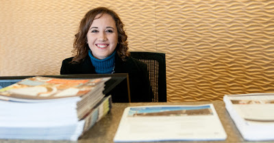 image of a Rio Salado employee at front reception desk