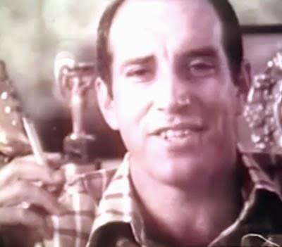 """Propaganda dos Cigarros Vila Rica de 1976. Jogador de futebol Gerson lança sua famosa """"Lei de Gerson"""" - para levar vantagem em tudo."""