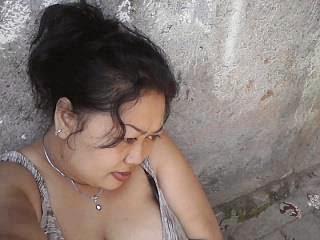 Bagian 1 - Mengintip Toket Gede Mamah Sulis Menantang, Tante Alexa