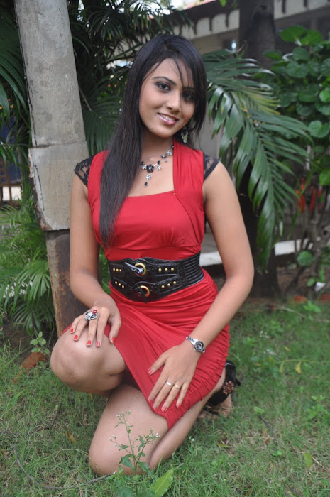 vachathi movie desi heroine varshana cute stills