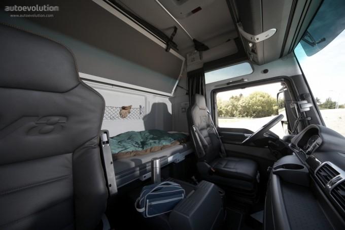 novo man tgx v8 o mais potente de s rie na europa club do caminhoneiro. Black Bedroom Furniture Sets. Home Design Ideas