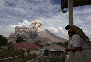 O vulcão despertou pela primeira vez em 2010, depois de 400 anos adormecido. Desde então tem tido erupções ocasionais, sendo a mais mortíefera a de fevereiro de 2014, em que morreram 16 pessoas.