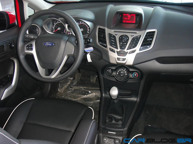 Ford New Fiesta Hatch 2013 SE - interior - painel