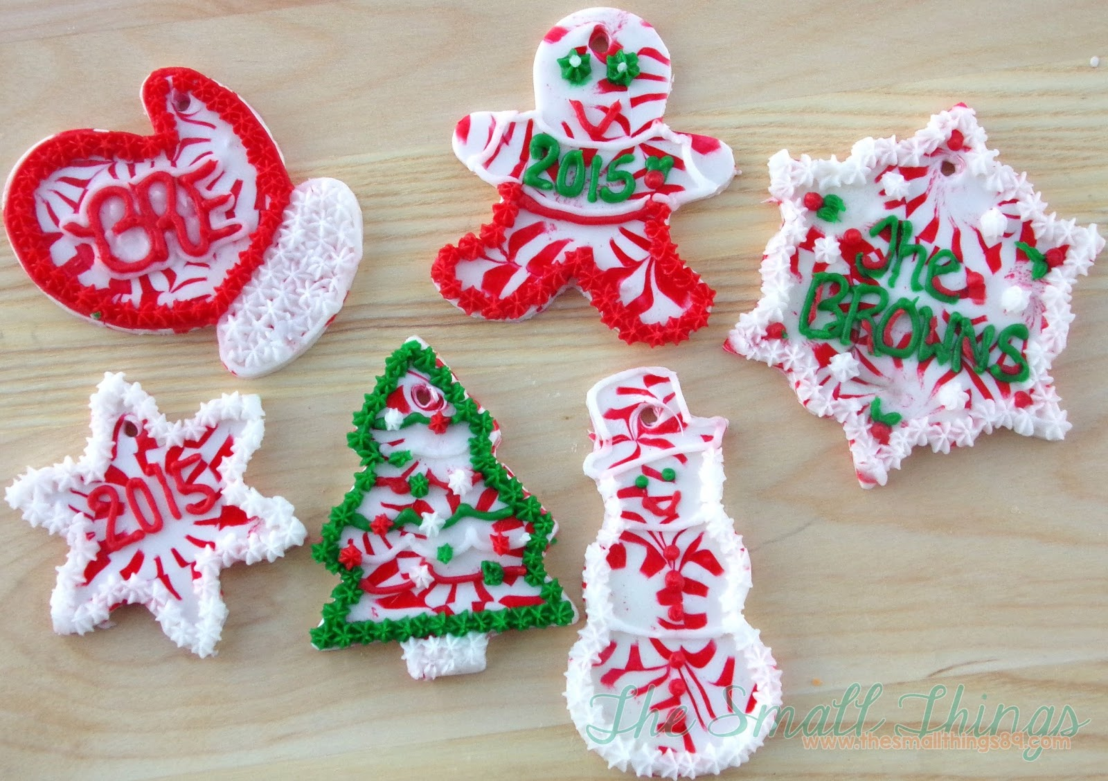 Ornaments with names on them - You Can Choose To Leave Them Plain Or Add Any Cute Piping And Names Another Idea Would Be To Make Them Edible Gift Tags Or Even Edible Place Cards On
