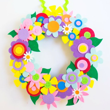 No cutting required for this easy spring wreath