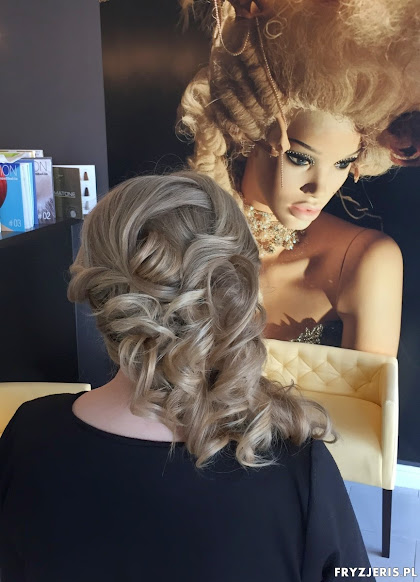 fryzura ślubna 25