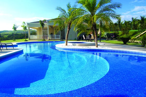 Introducing us… as the consultant, contractor and specialist suppliers, for your swimming pool