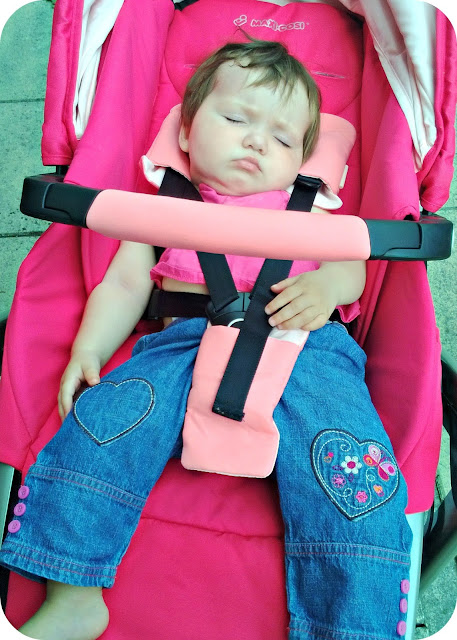 Baby girl asleep in the Origami Rose Maxi-Cosi Loola