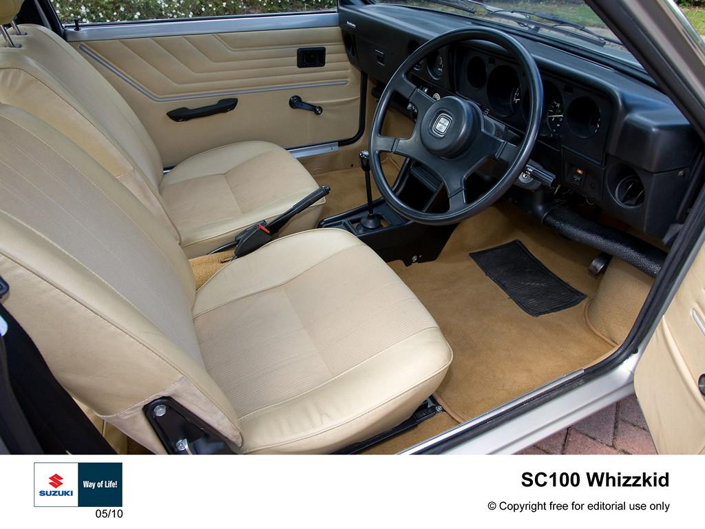 wnętrze suzuki sc100, stare małe samochody, oldschool cars, rare cars, japońskie samochody