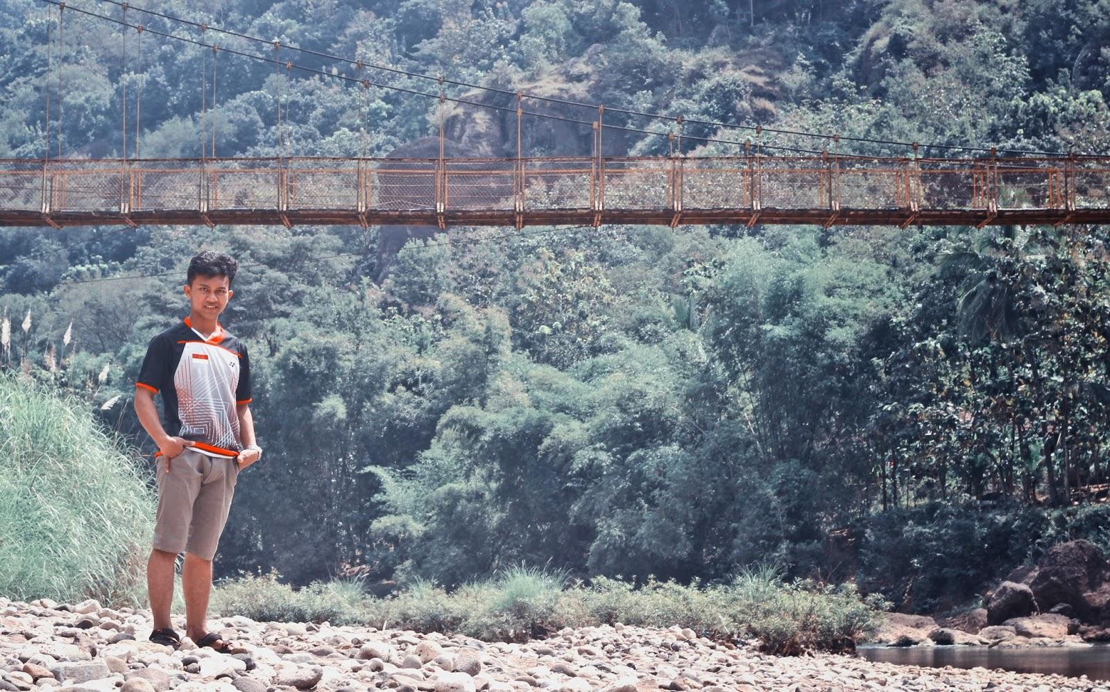 aji dan jembatan gantung