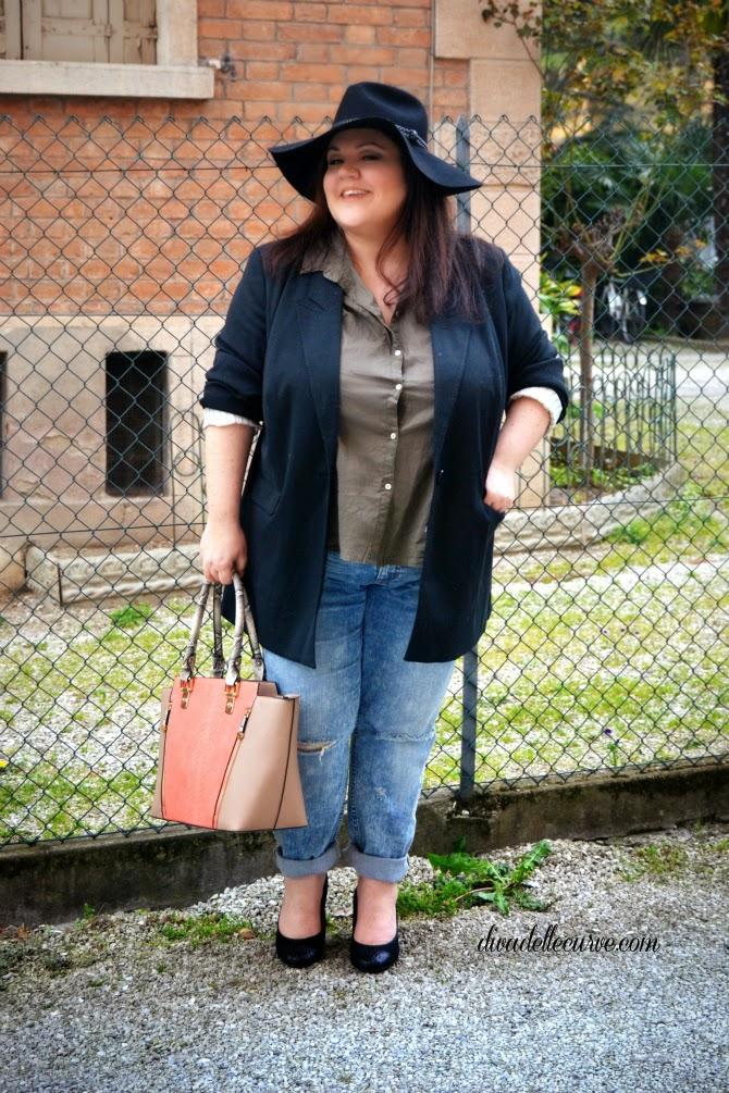 come indossare boyfriend jeans strappati plus size
