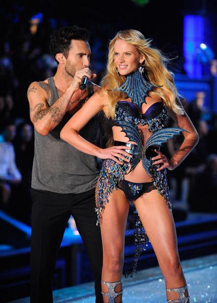 Maroon 5 adam levine hookup victoria secret model
