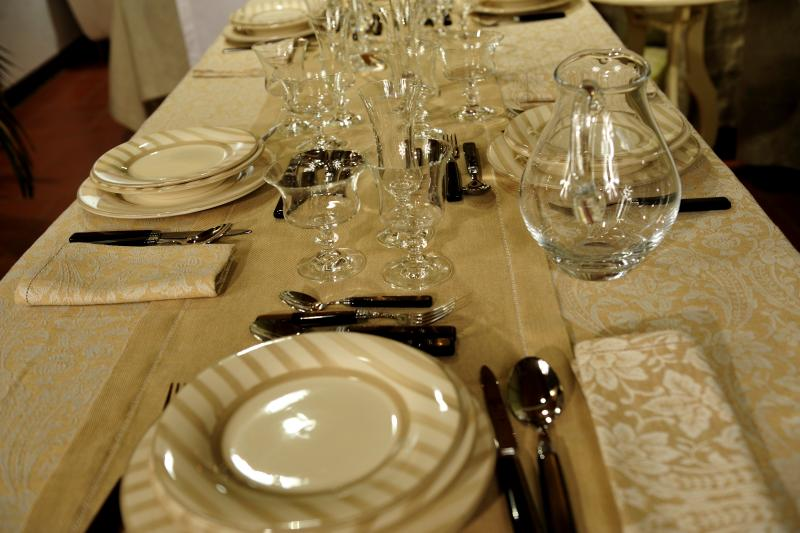 La cuoca di casa la tavola apparecchiare - Tavola per cucina ...