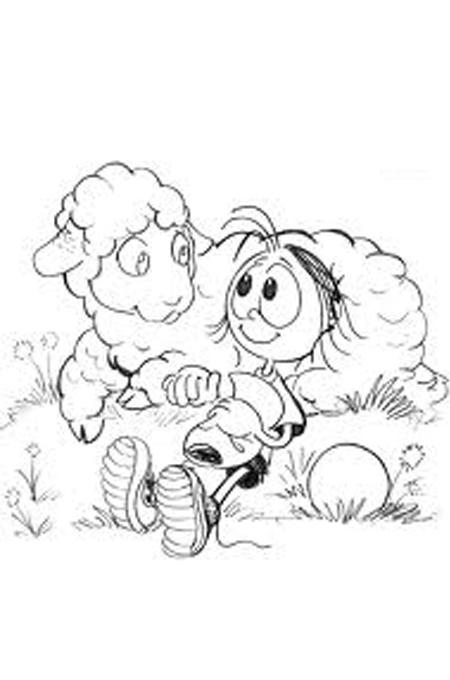 صورة طفل بنام بجانب خروف للتلوين