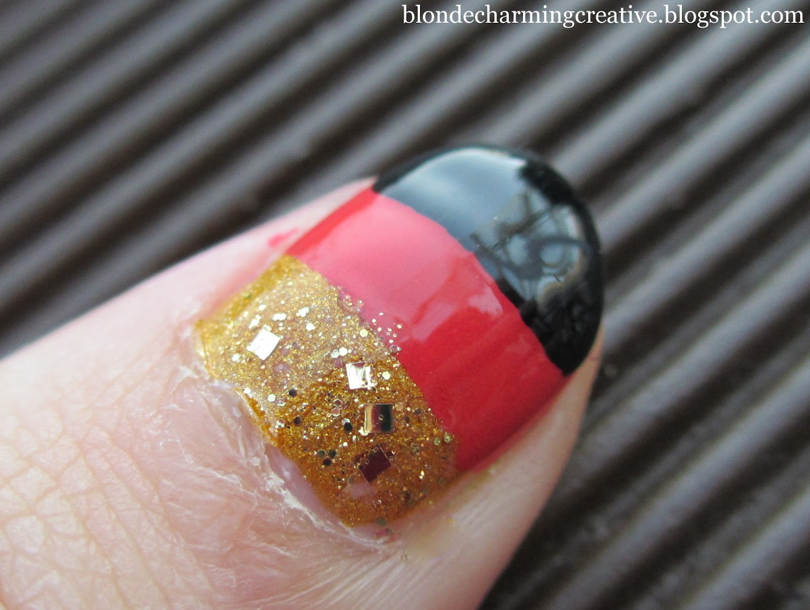 Picturesque Nageldesign Schwarz Rot Decoration Of Gold - Nageldesign.