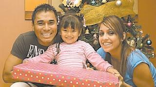Sara Manrique junto al padre de su hija en Navidad