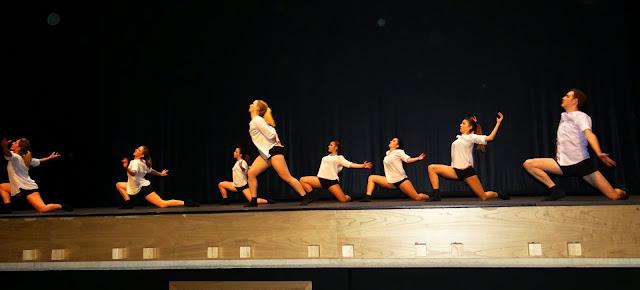 Gala benéfica Siero Baila por Cáritas danza contemporanea