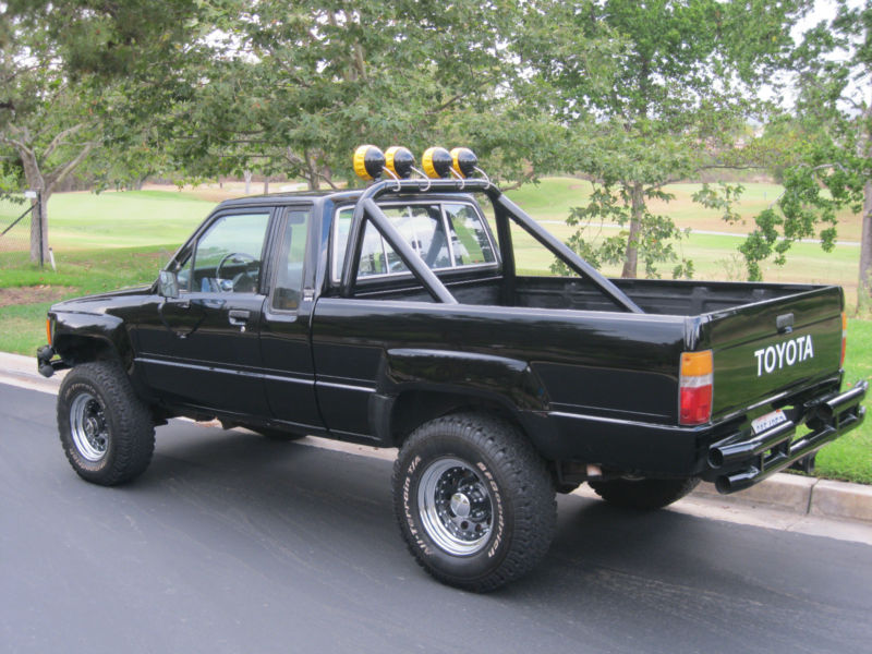 Daily Turismo 15k All Waxed Up 1985 Toyota Hilux 4x4