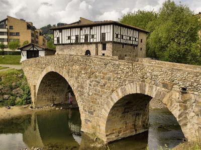 Puente, palacio y ermita del Conjunto de Igartza (Beasain)