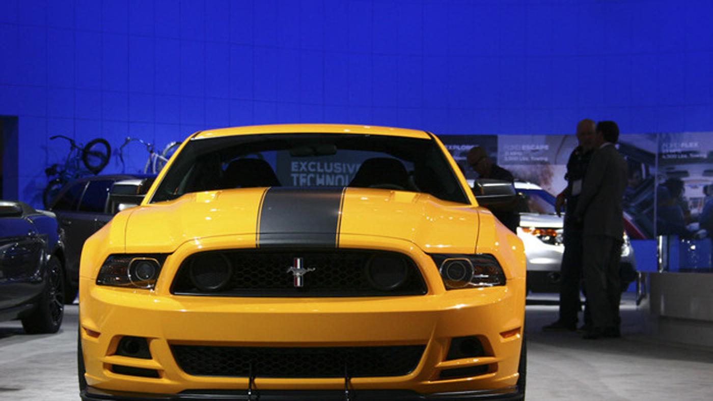 http://4.bp.blogspot.com/-1cMwtwFEqm0/Tsh-lkza5GI/AAAAAAAAAZE/X8bNXv5PGnk/s1600/2013-Ford-Mustang-Wallpaper-7.jpg