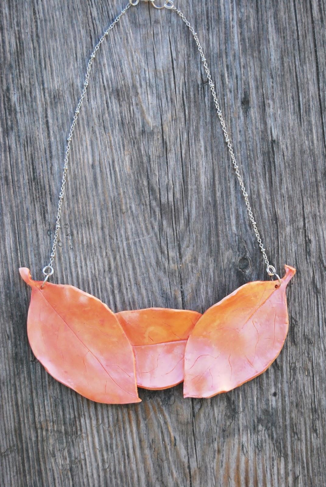 Collar Babero Coral Tostado Artesanal Online