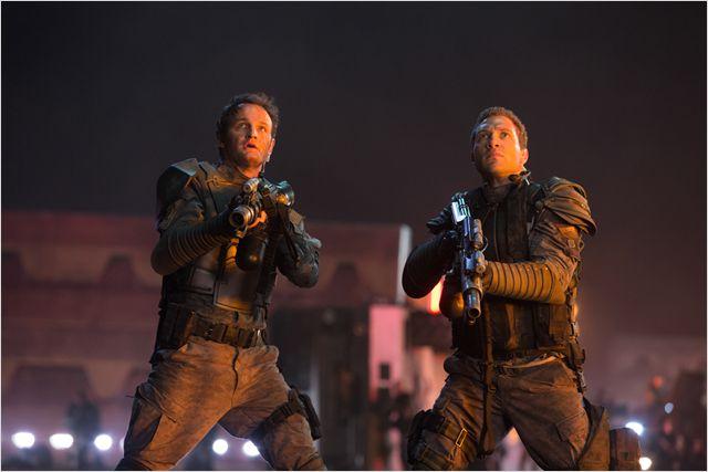 John Connor y Kyle Reese en Terminator Génesis