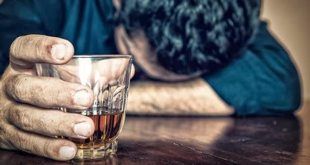 7 maneiras do álcool afetar a sua saúde