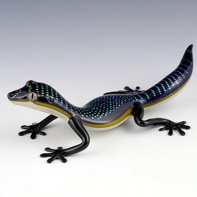 23-Lizard-Scott-Bisson-Glass-Sea-and-Land-Animals-www-designstack-co