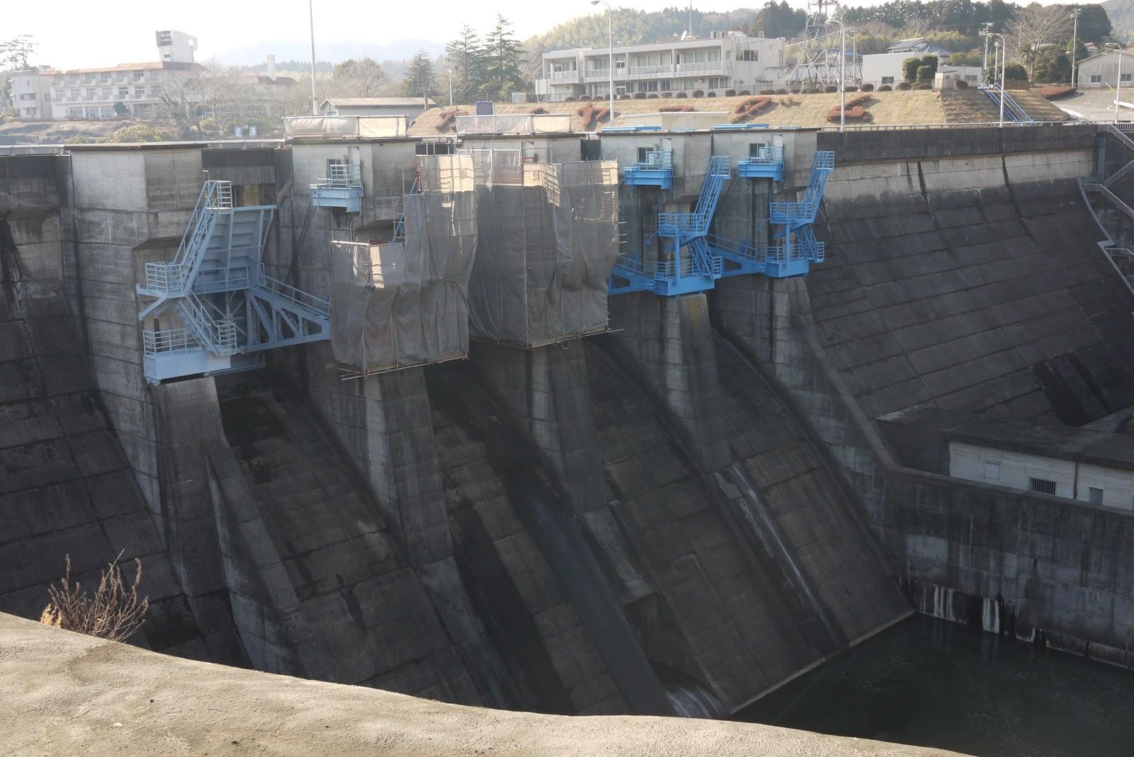 ダムって想像しやすいダムっぽいダム ラジアルゲートがかっこいい 足場の... Maximum S