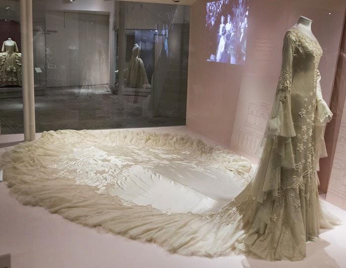 Olwen Bourke Blog: V&A Wedding Dresses