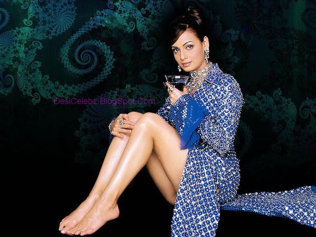 Diya Mirza hottest pics showing her upskirt