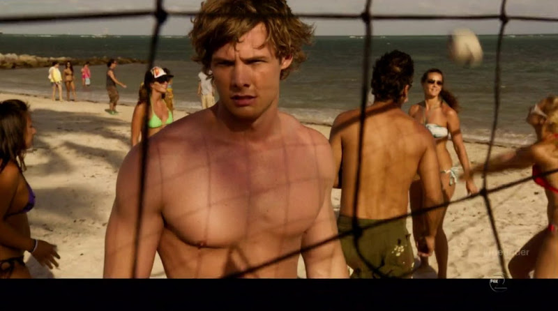 Brandon Jones Shirtless in The Finder s1e02