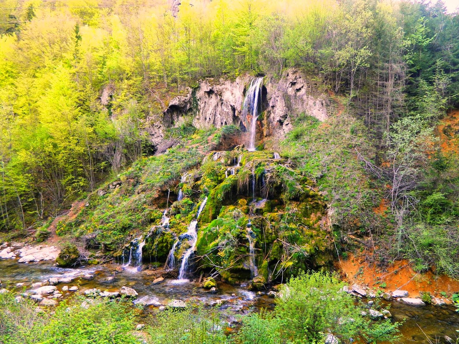 Cascada KIRSA