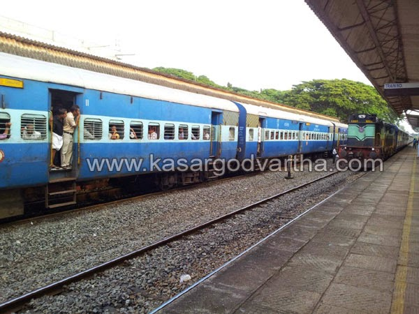Accident, Kannur, kasaragod, Kerala, Railway station, Train, Girl, Youth, Miraculous escapes for Youngster and girl