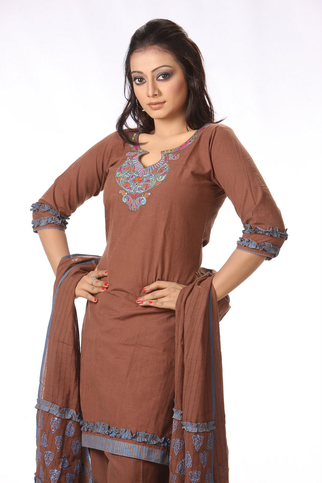 Simply fashionable simple salwar kameez for Simply simple