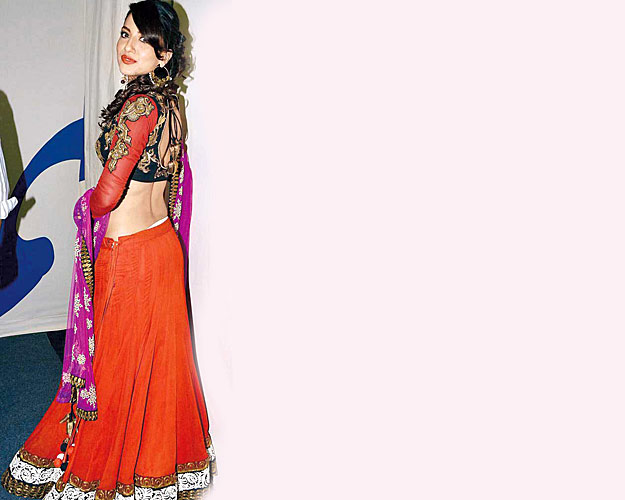 Gauhar Khan Wardrobe in Ghagra