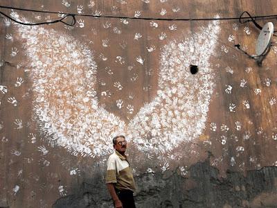 Cerita Sebuah Foto: Sayap di Tembok