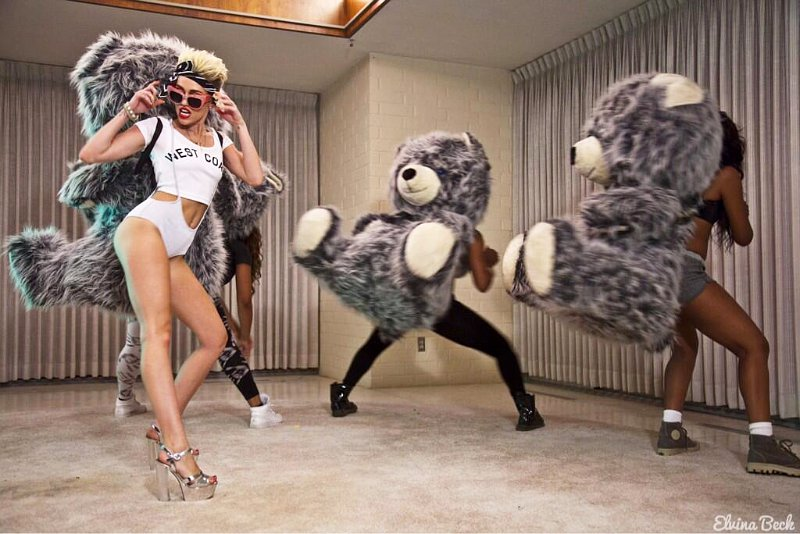 miley cyrus, we can't stop, Stampd LA, fashion, style, giant teddy bear, prada, metallic platform