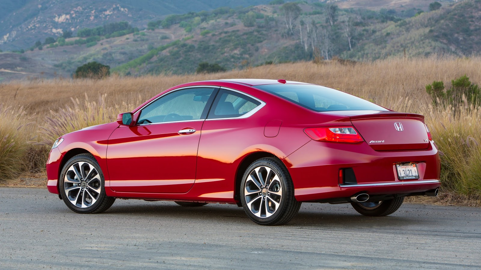 The Accord V 6 Has An Estimated EPA Fuel Economy Rating Of 21/34/251 Mpg  City/hwy/combined (Sedan 6AT).