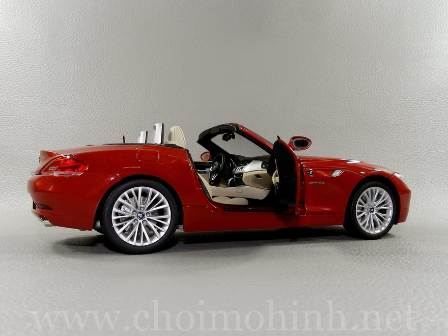 BMW Z4 sDrive35i (E89) 1:18 Kyosho door